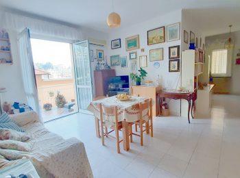 – Appartamento Pentalocale a Sanremo